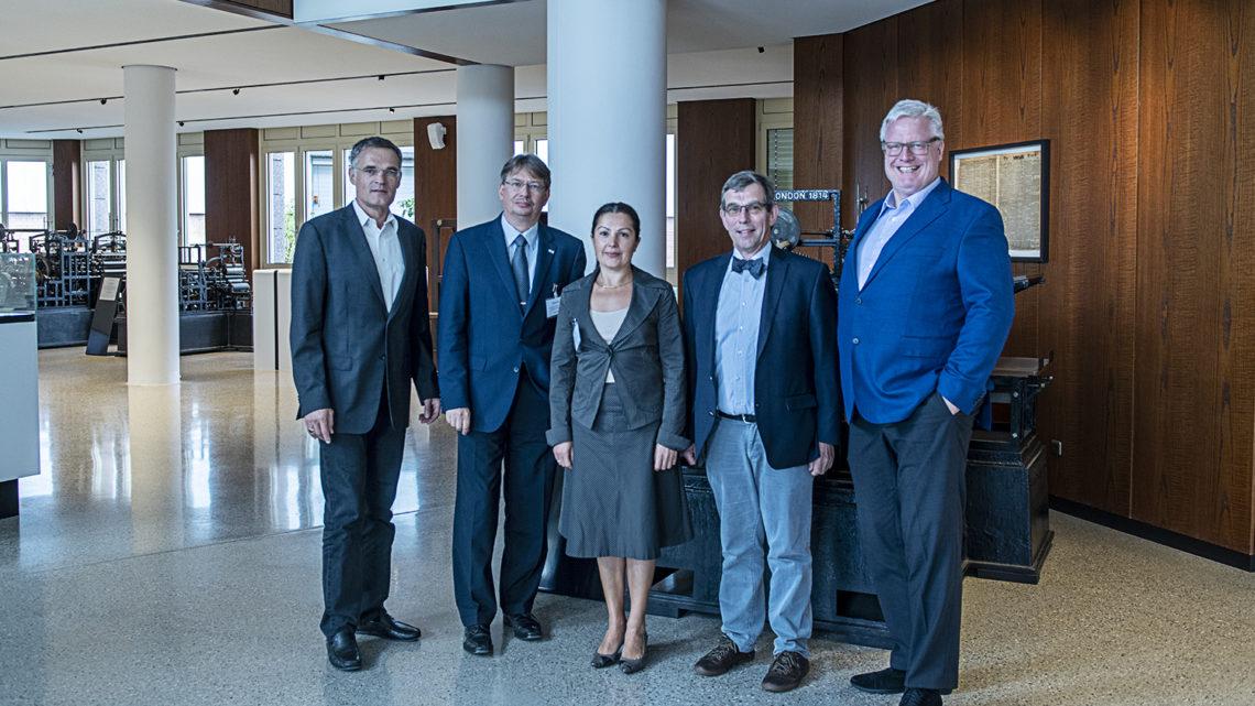 Koenig & Bauer sets up endowed chair at Ostwestfalen-Lippe University of Applied Sciences